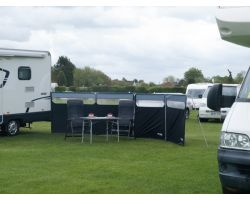 Quest Leisure Performance Windshield Pro Camping and Caravanning Windbreak